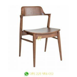 kursi makan kayu