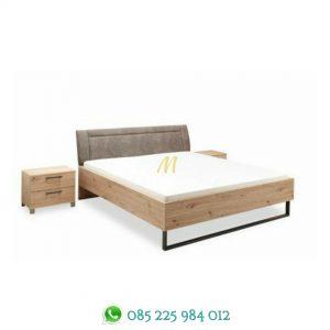 tempat tidur industrial