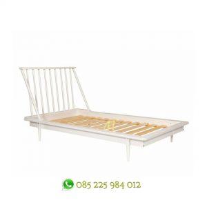 tempat tidur scandinavi putih